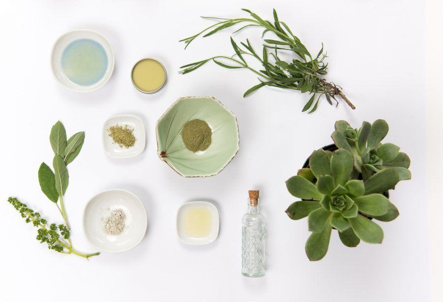 prirodna kozmetika na bazi eteričnih ulja pomaže izliječiti akne